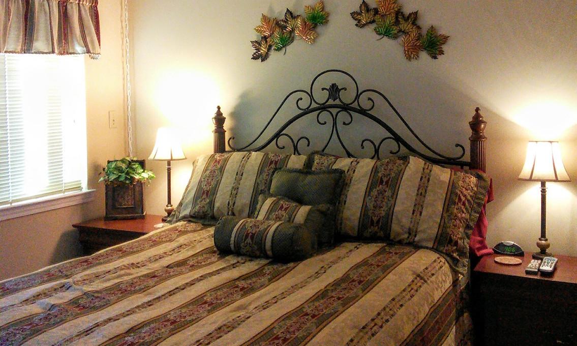 GATLINBURG HIGH CHALETS Bedroom #1