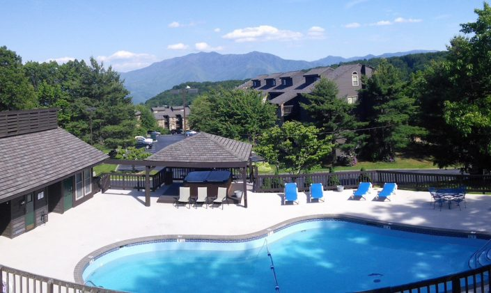 Heated pool (seasonal) with 2 Hot Tubs, Sauna & game room